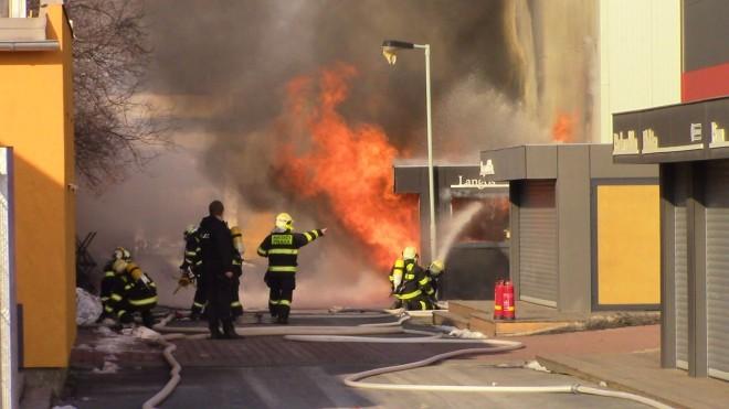Exploze a požár v PVA Letňany